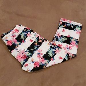 Flower capri leggings